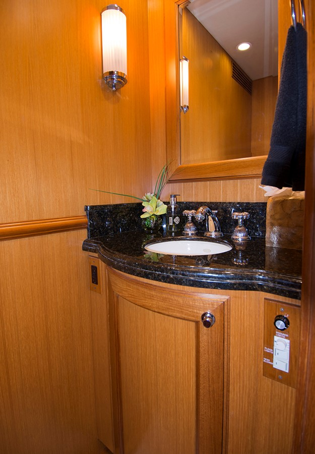 Day Head 2007 OFFSHORE YACHTS Voyager Motor Yacht 2535015