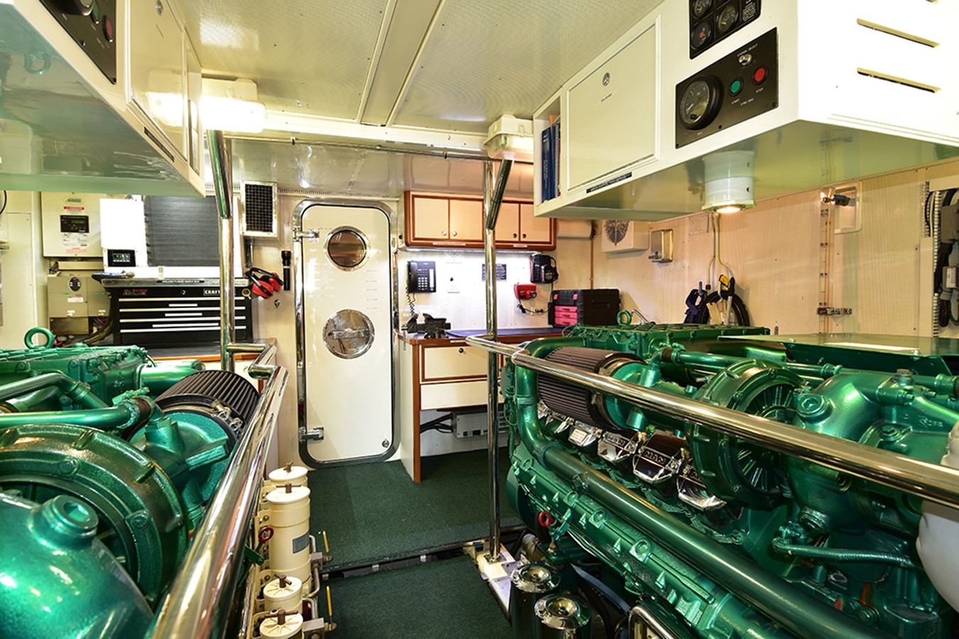 Engine Room 2007 OFFSHORE YACHTS Voyager Motor Yacht 2535021