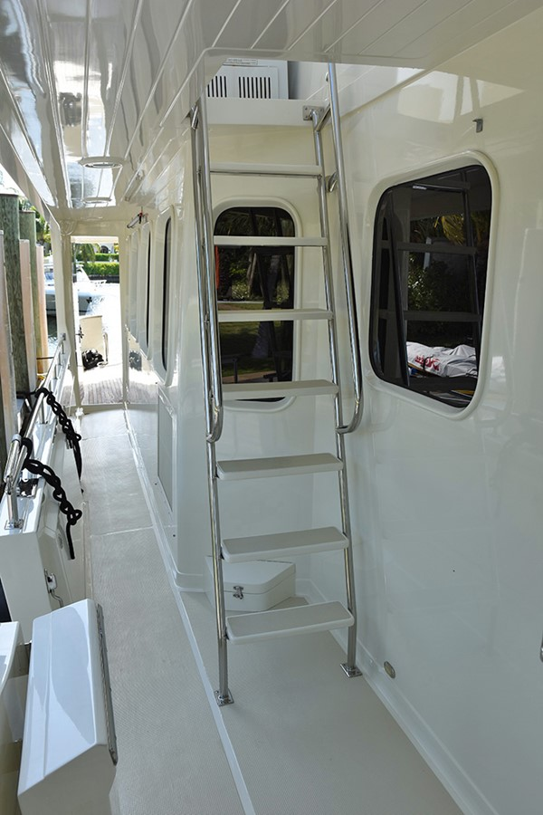 Stb. Flybridge Access 2007 OFFSHORE YACHTS Voyager Motor Yacht 2585931