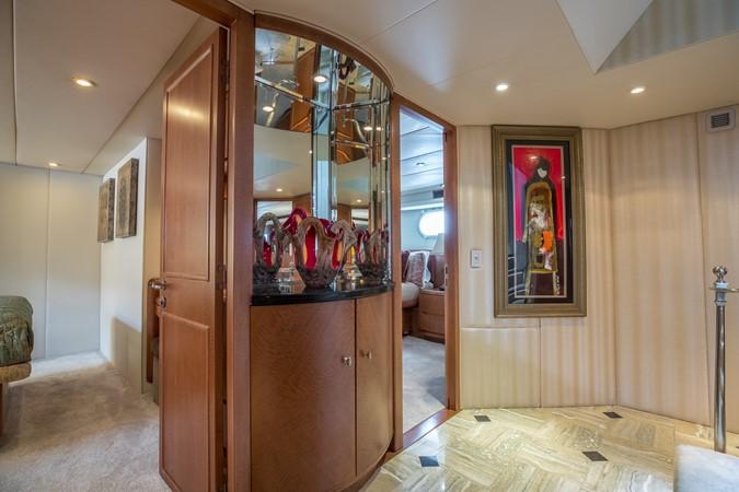 Guest Foyer 1995 HATTERAS  Motor Yacht 2499097