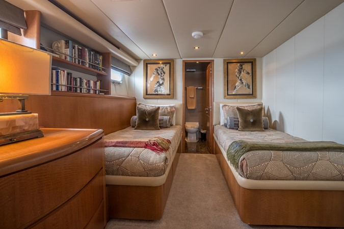 Twin Guest Stateroom - Port 1995 HATTERAS  Motor Yacht 2499101