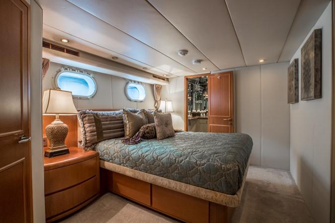 Guest Stateroom - Starboard 1995 HATTERAS  Motor Yacht 2499103
