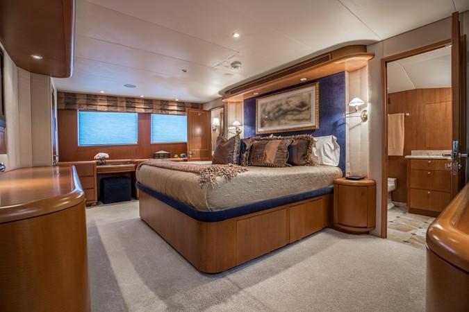 Master Stateroom 1995 HATTERAS  Motor Yacht 2499112