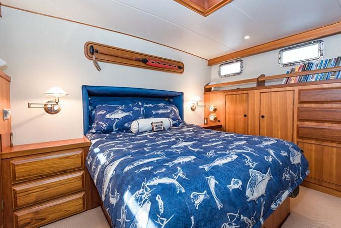 Master Stateroom 1983 DEFEVER Aft Cabin Motoryacht Trawler 2580919