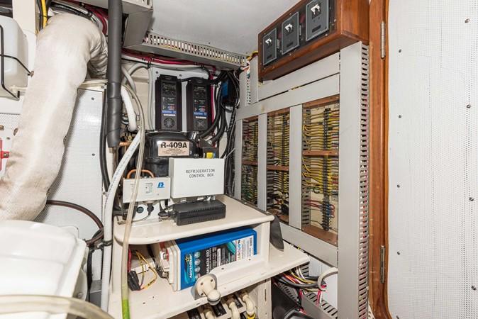 Engine Room 1983 DEFEVER Aft Cabin Motoryacht Trawler 2580958