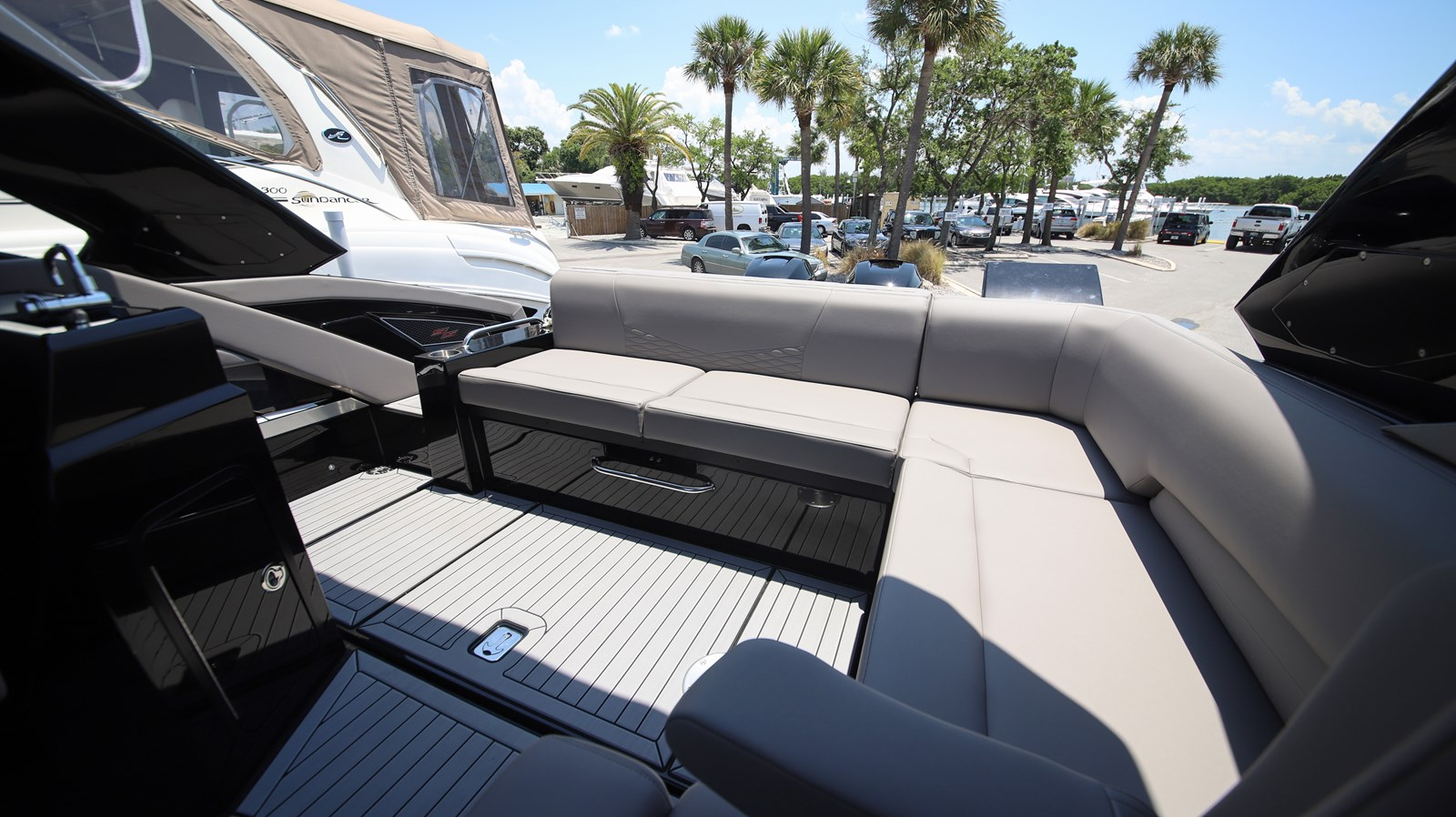 2019 Cruisers 338 2019 Cruisers Yachts 338 South Beach Bowrider Runabout 2541766