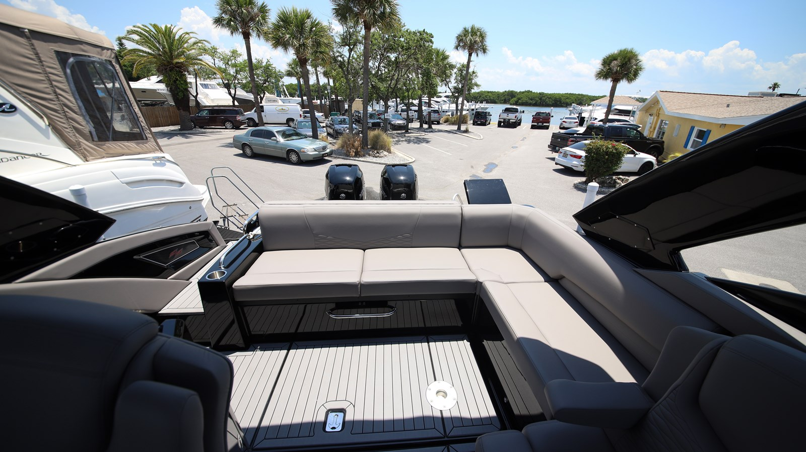 2019 Cruisers 338 2019 Cruisers Yachts 338 South Beach Bowrider Runabout 2541785