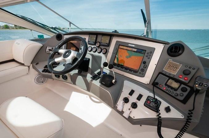 2006 47 Cruisers Helm 2006 Cruisers Yachts 47 Sports Sedan Motor Yacht 2509818