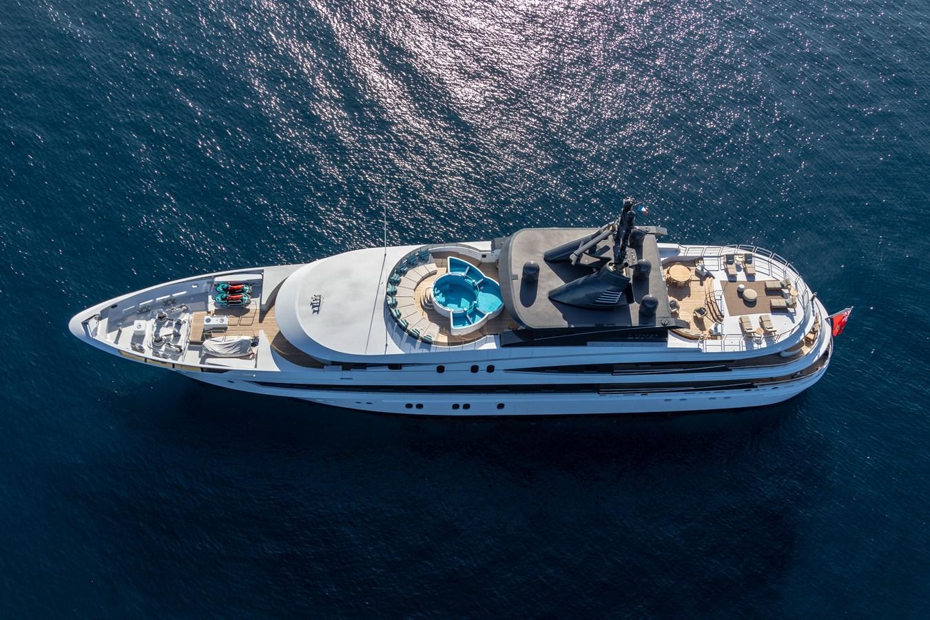 LUNA B_JonL_web-3857 2005 OCEANCO  Motor Yacht 2741172