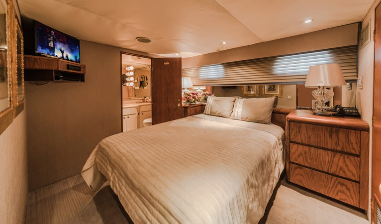 1991 BROWARD  Mega Yacht 2512818