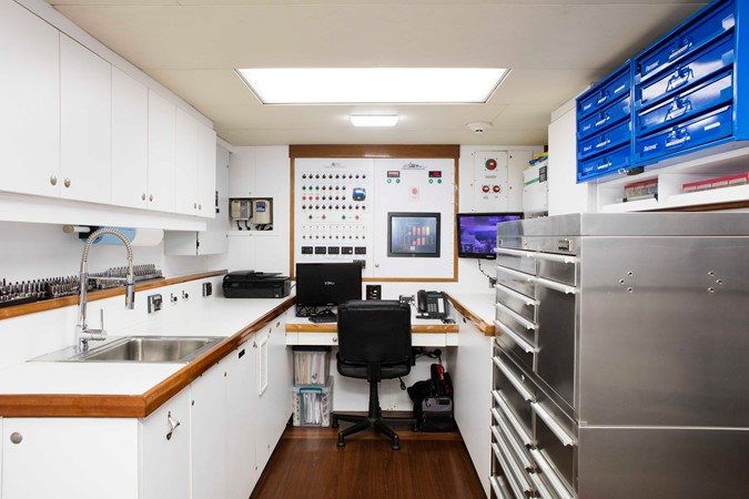 Control Room 2007 RICHMOND YACHTS Tri-Deck M/Y Motor Yacht 2514703