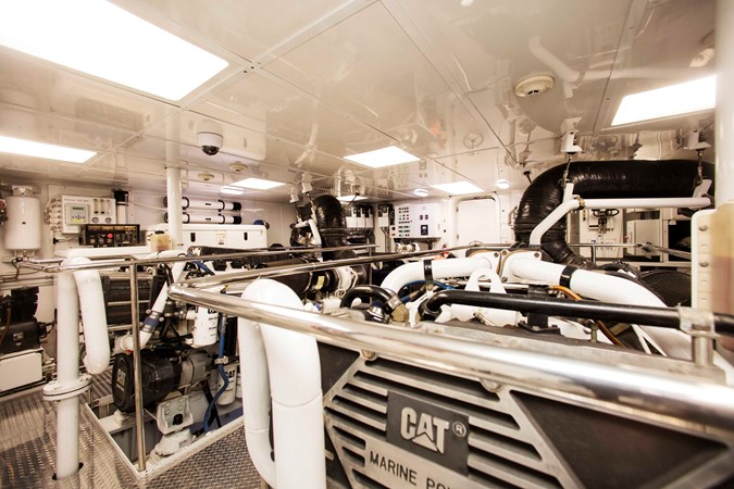 Engine Room 2007 RICHMOND YACHTS Tri-Deck M/Y Motor Yacht 2514705