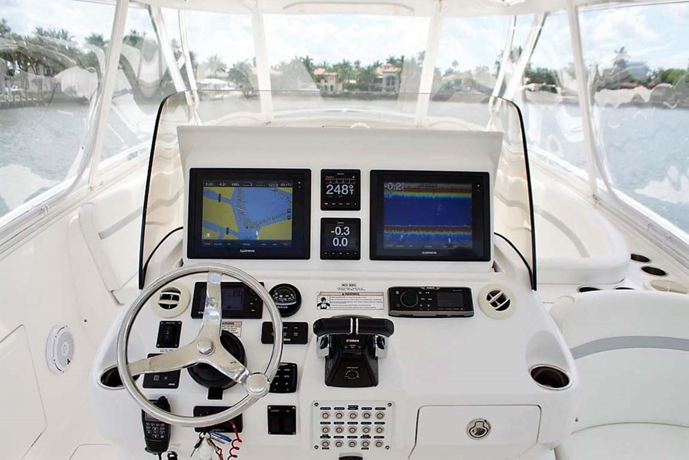 Helm 2016 INTREPID 400 Cuddy Cruiser 2515782