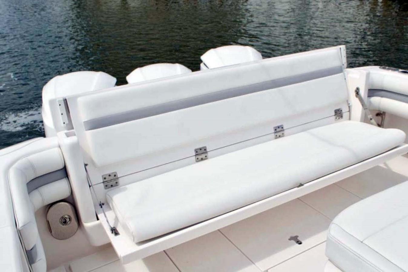 Cockpit Bench Seat 2016 INTREPID 400 Cuddy Cruiser 2515784