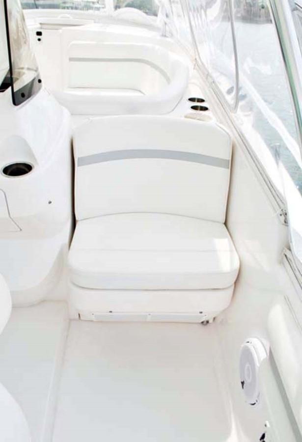 Aft Facing Seat 2016 INTREPID 400 Cuddy Cruiser 2515789