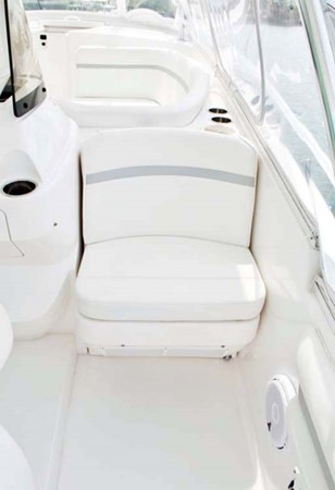 Aft Facing Seat 2016 INTREPID 400 Cuddy Cruiser 2515789