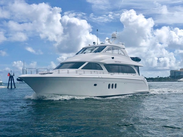 Port Bow Profile 2008 HATTERAS 72 Motor Yacht Motor Yacht 2520596