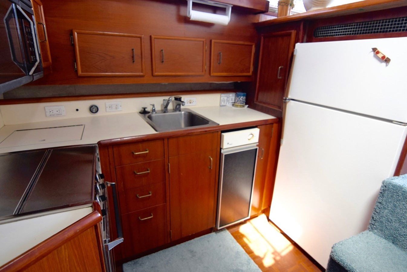 Galley 1988 Ocean Yachts Sport Fisher Motor Yacht 2520350
