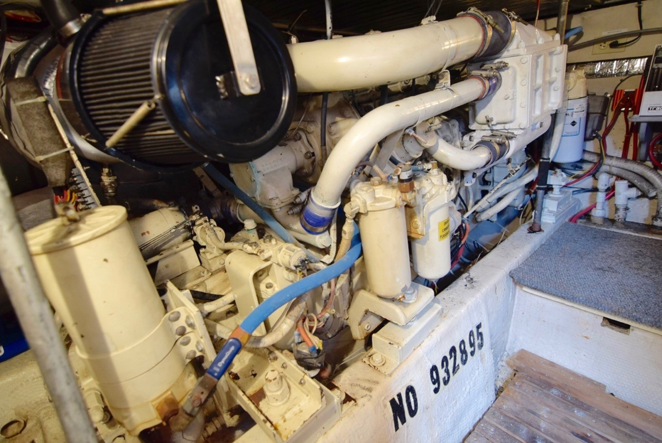 Engine room 1988 Ocean Yachts Sport Fisher Motor Yacht 2520357