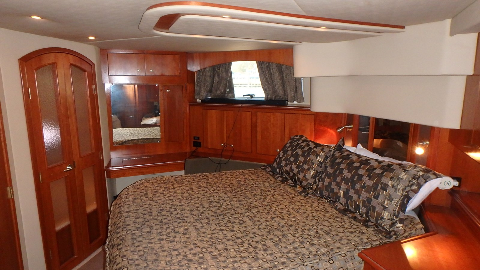 P1160916 2005 CRUISERS YACHTS 455 Express Motoryacht Motor Yacht 2522141
