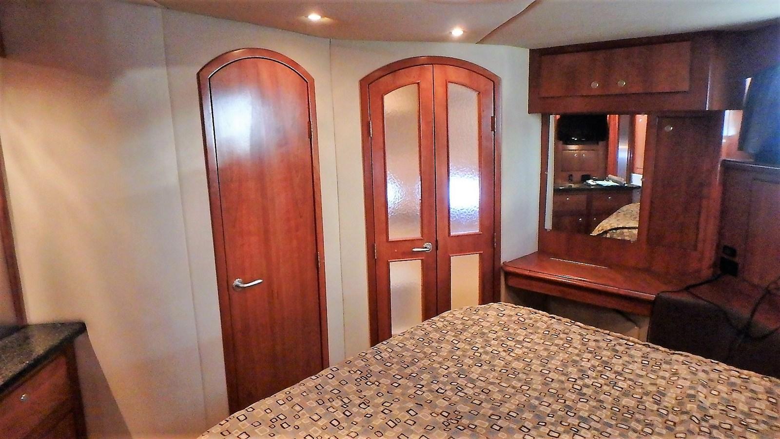 P1160920 2005 CRUISERS YACHTS 455 Express Motoryacht Motor Yacht 2522144