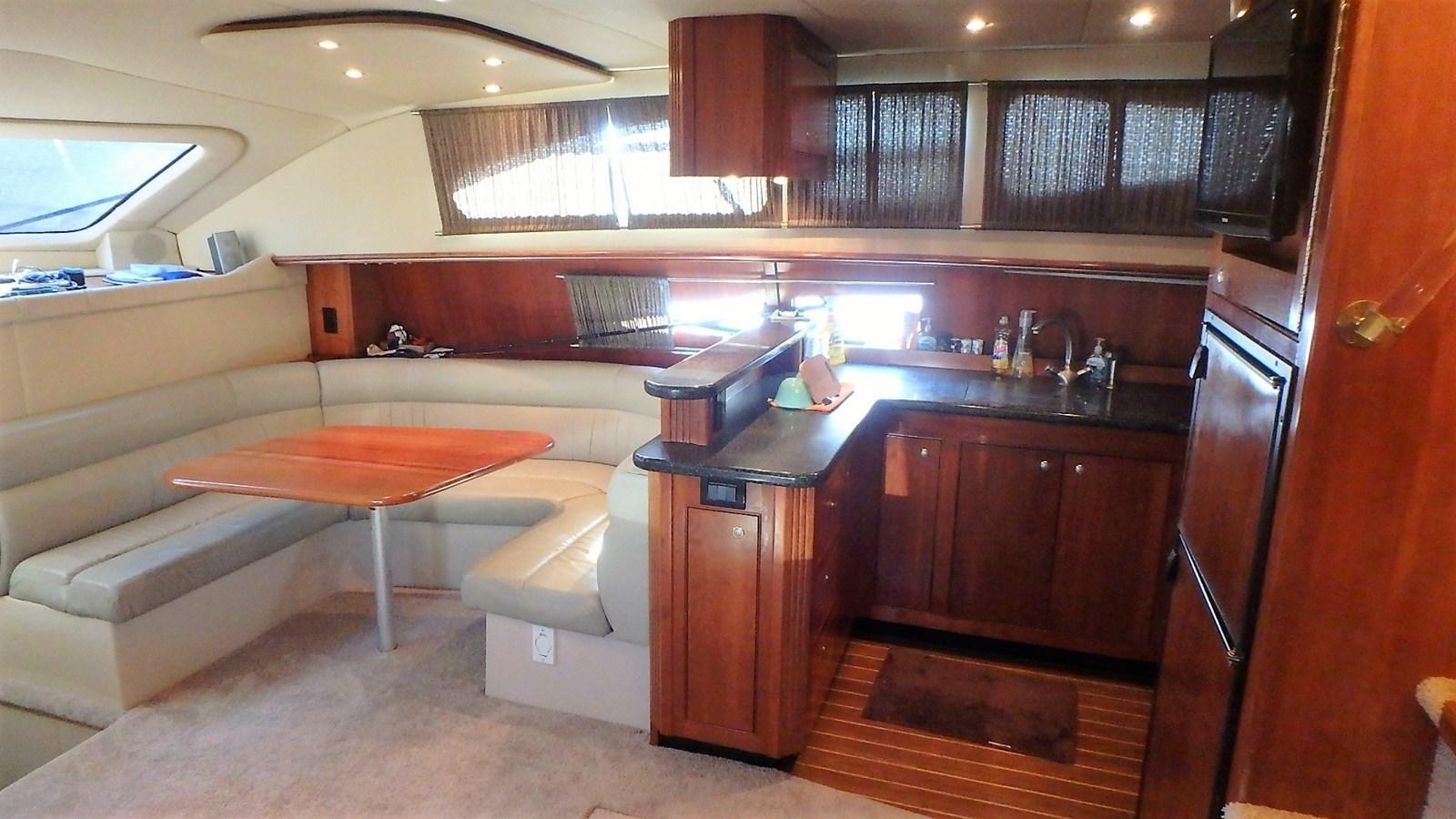 P1160936 2005 CRUISERS YACHTS 455 Express Motoryacht Motor Yacht 2522159