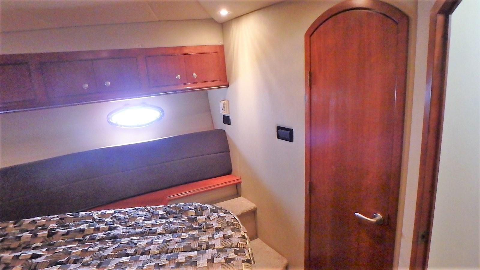 P1160951 2005 CRUISERS YACHTS 455 Express Motoryacht Motor Yacht 2522173