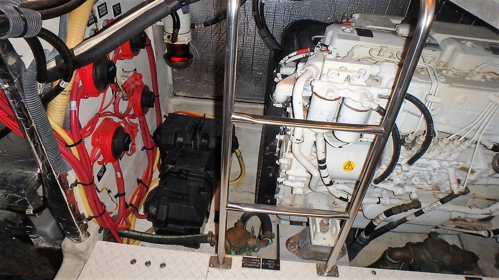 P1160955 2005 CRUISERS YACHTS 455 Express Motoryacht Motor Yacht 2522177