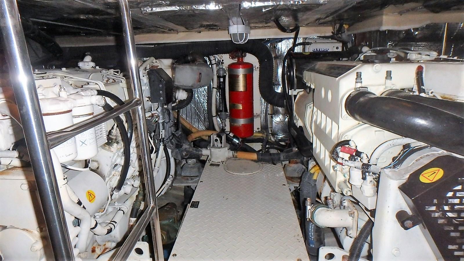 P1160957 2005 CRUISERS YACHTS 455 Express Motoryacht Motor Yacht 2522179