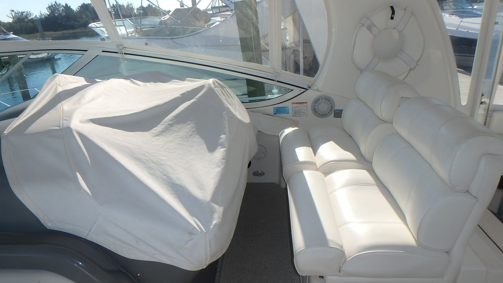P1160970 2005 CRUISERS YACHTS 455 Express Motoryacht Motor Yacht 2522188