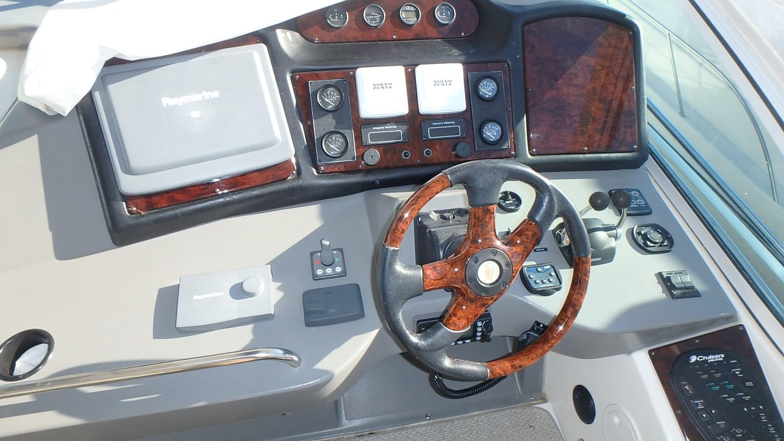 P1160971 2005 CRUISERS YACHTS 455 Express Motoryacht Motor Yacht 2522189