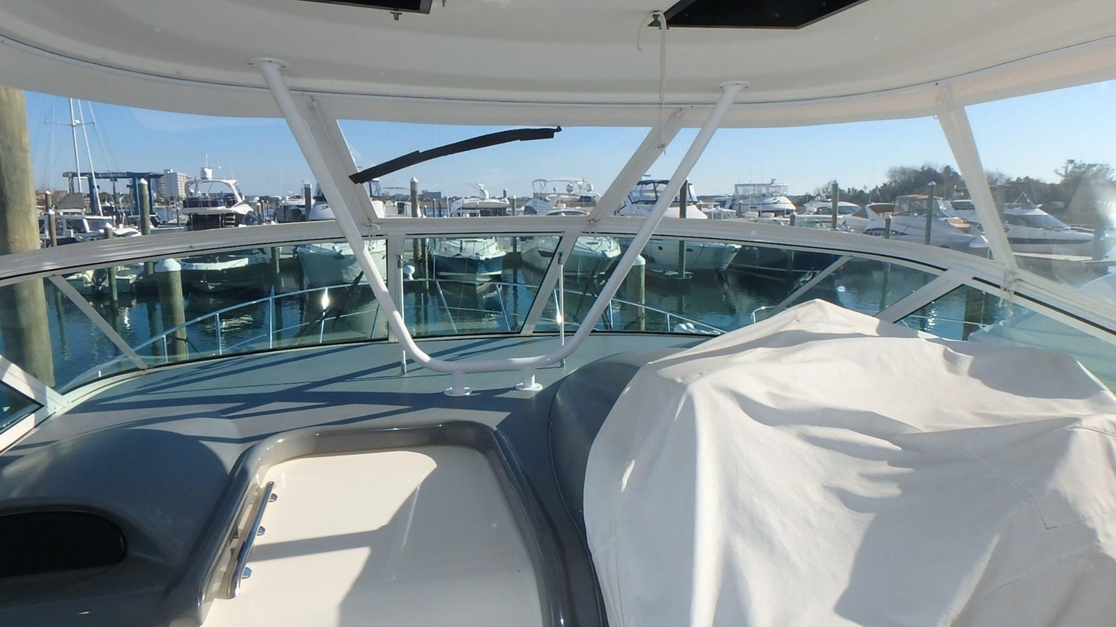 P1160975 2005 CRUISERS YACHTS 455 Express Motoryacht Motor Yacht 2522193