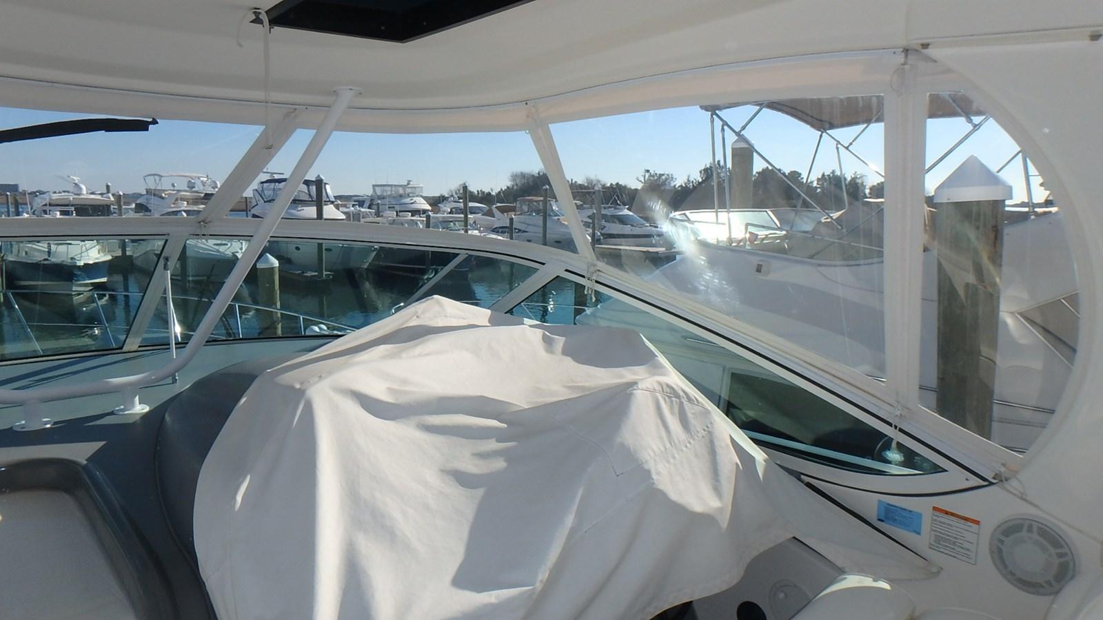 P1160976 2005 CRUISERS YACHTS 455 Express Motoryacht Motor Yacht 2522194