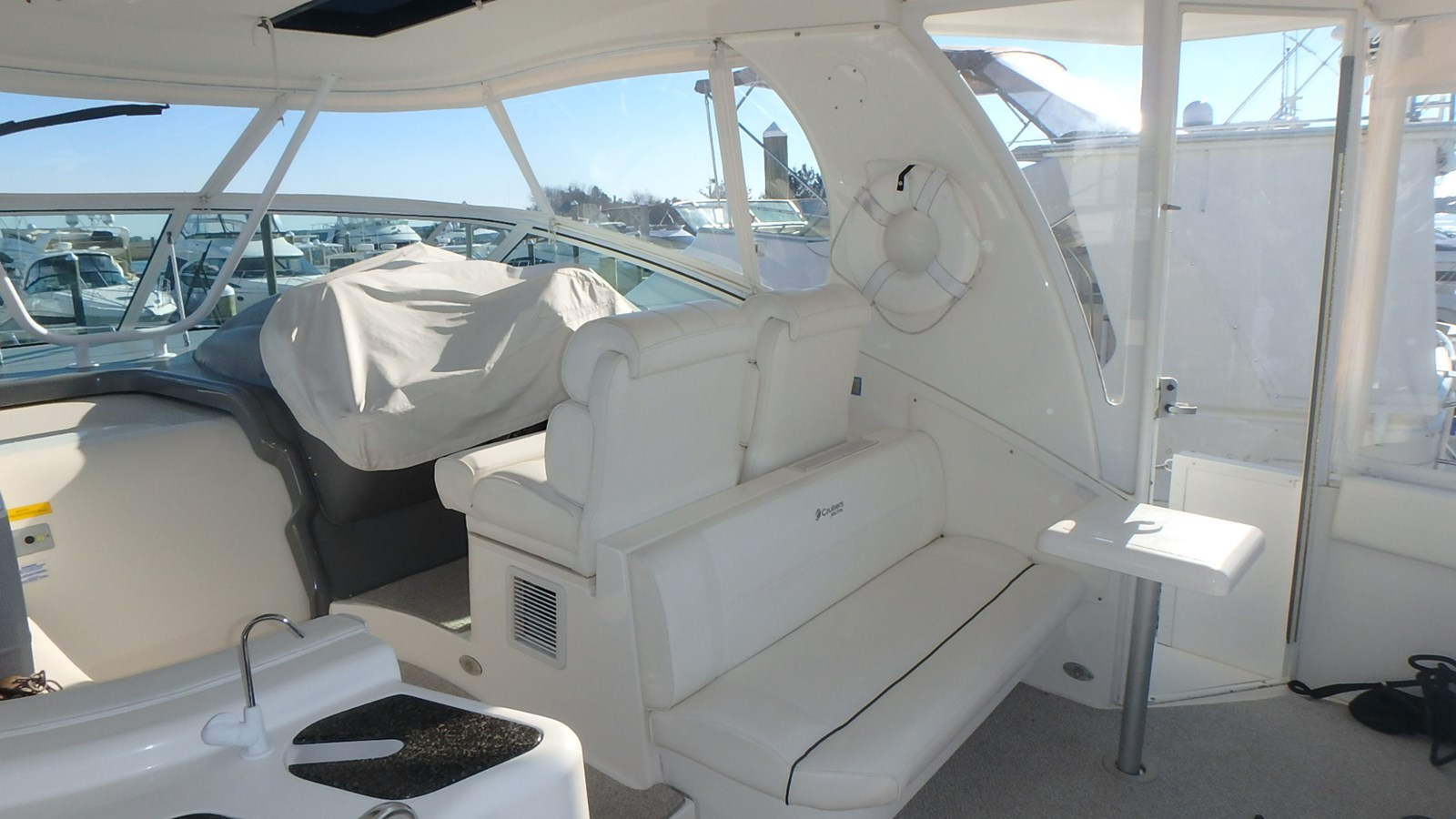 P1160978 2005 CRUISERS YACHTS 455 Express Motoryacht Motor Yacht 2522196