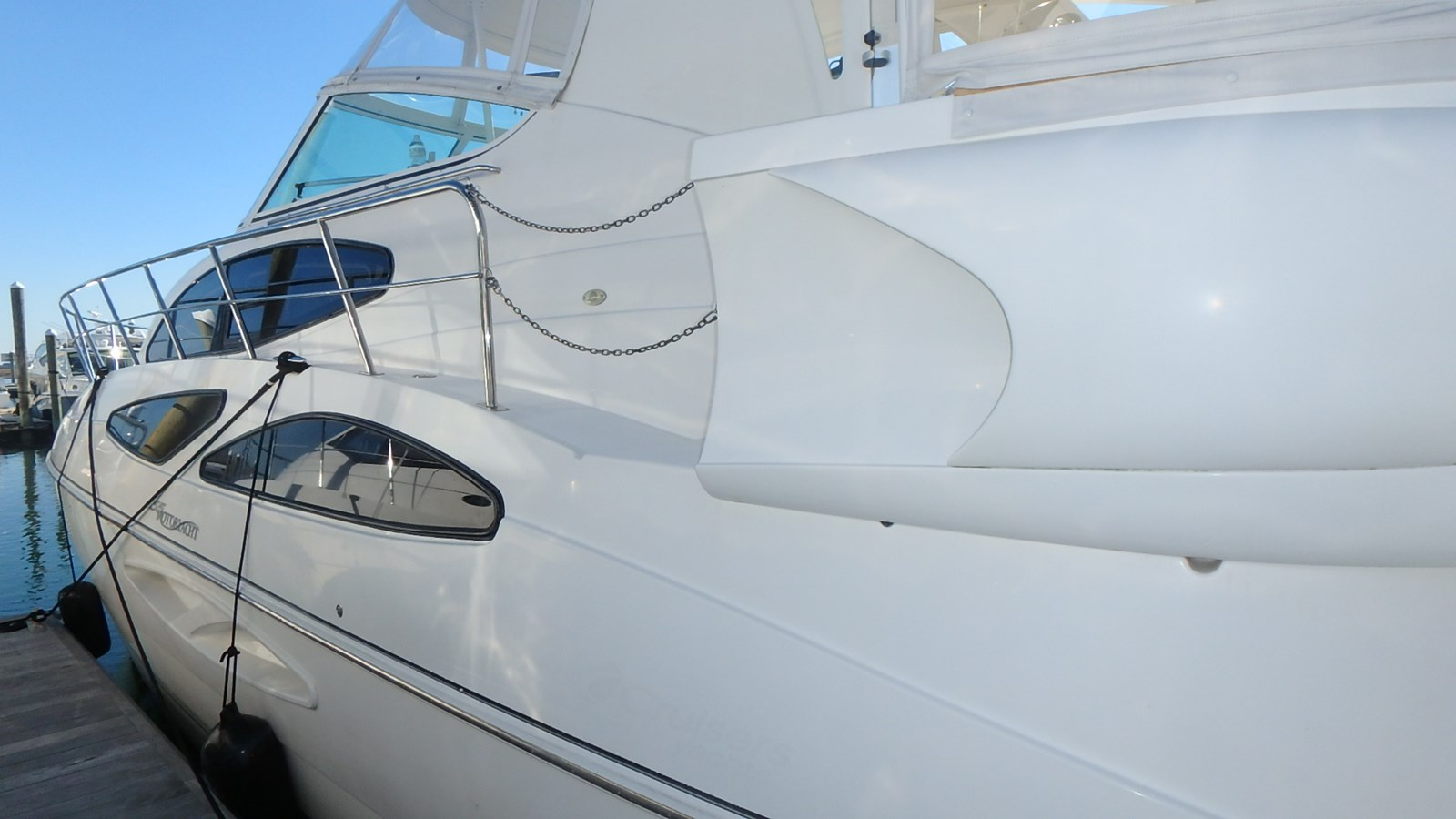 P1160913 2005 CRUISERS YACHTS 455 Express Motoryacht Motor Yacht 2522201