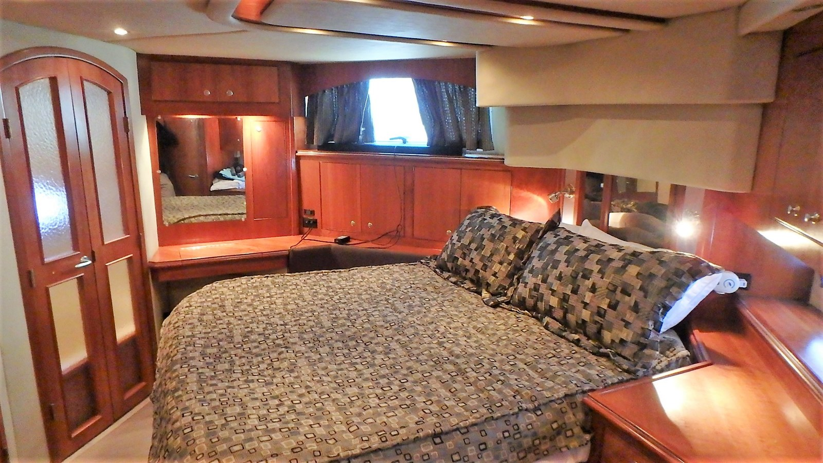 P1160922 2005 CRUISERS YACHTS 455 Express Motoryacht Motor Yacht 2522208