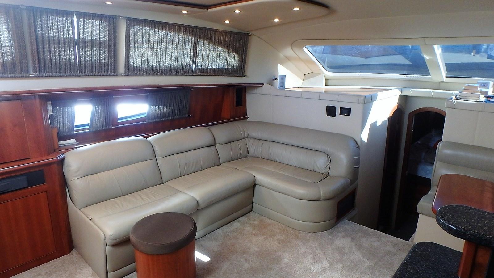 P1160931 2005 CRUISERS YACHTS 455 Express Motoryacht Motor Yacht 2522217