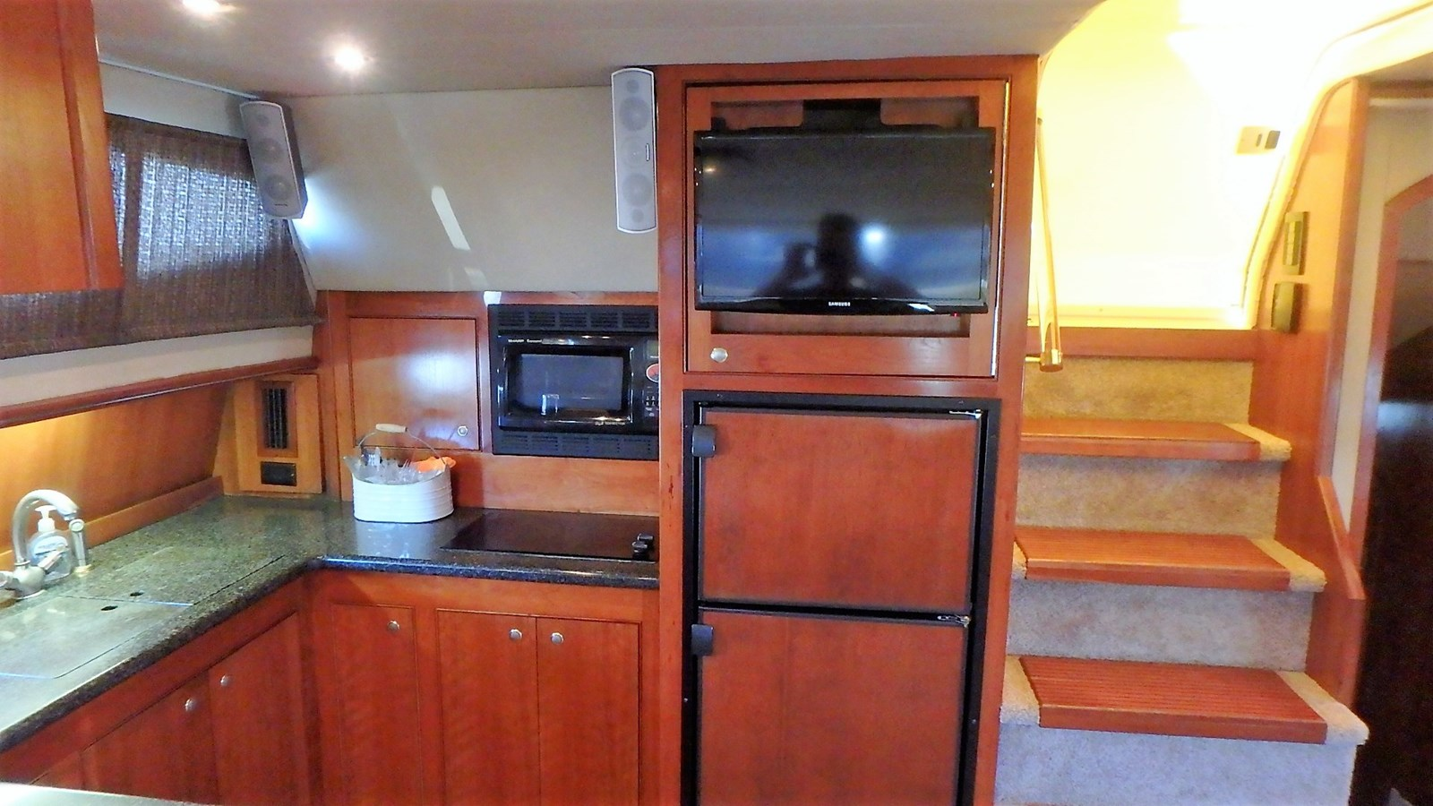 P1160943 2005 CRUISERS YACHTS 455 Express Motoryacht Motor Yacht 2522227
