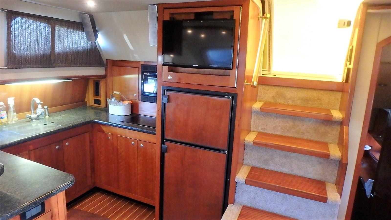 P1160945 2005 CRUISERS YACHTS 455 Express Motoryacht Motor Yacht 2522229