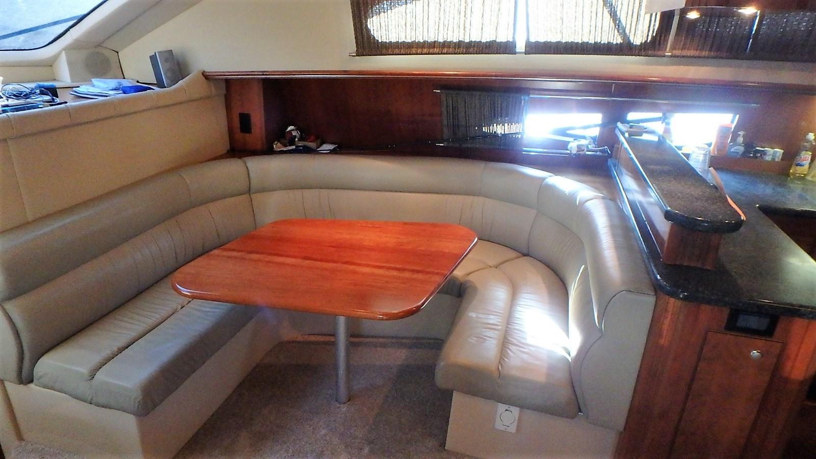 P1160946 2005 CRUISERS YACHTS 455 Express Motoryacht Motor Yacht 2522230