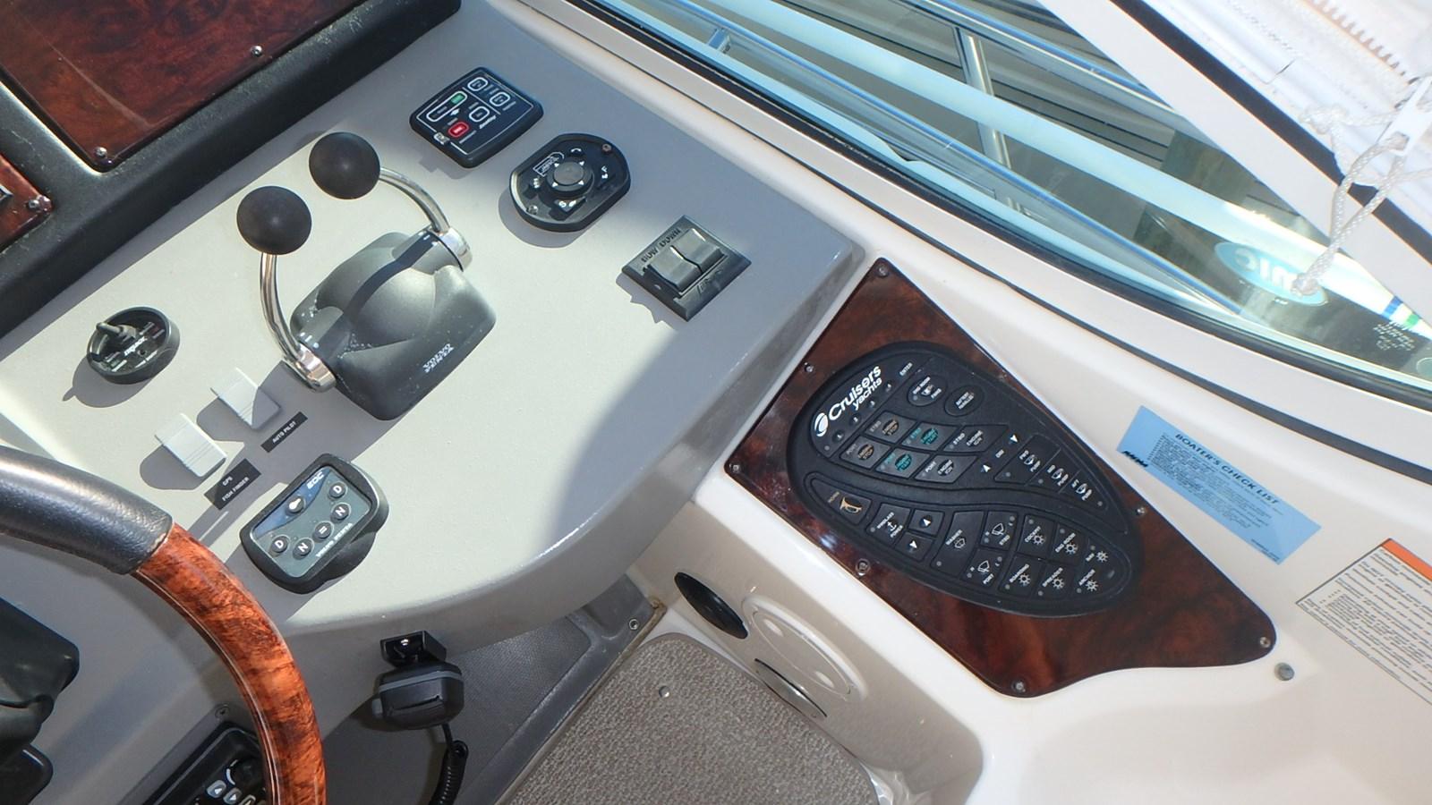 P1160973 2005 CRUISERS YACHTS 455 Express Motoryacht Motor Yacht 2522253