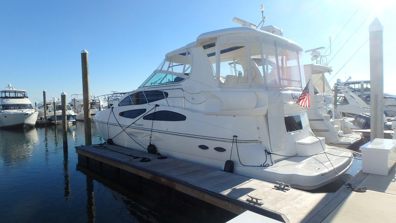 P1160981 2005 CRUISERS YACHTS 455 Express Motoryacht Motor Yacht 2522261