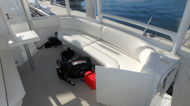 Outboard not included 2005 Cruisers Yachts 455 Express Motoryacht Motor Yacht 2522198