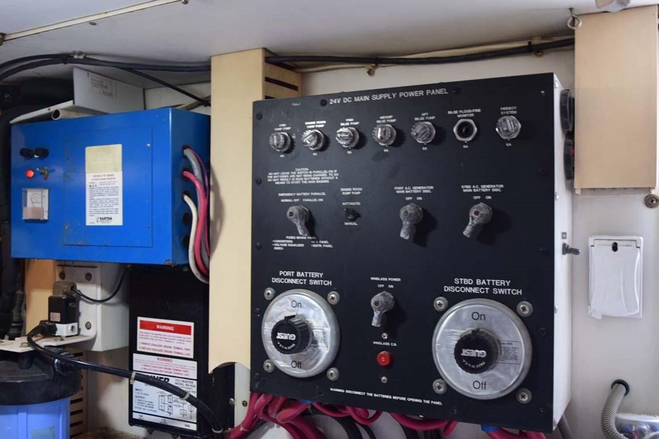 DC Power Panel 1998 BERTRAM 60 Convertible Sport Fisherman 2700108