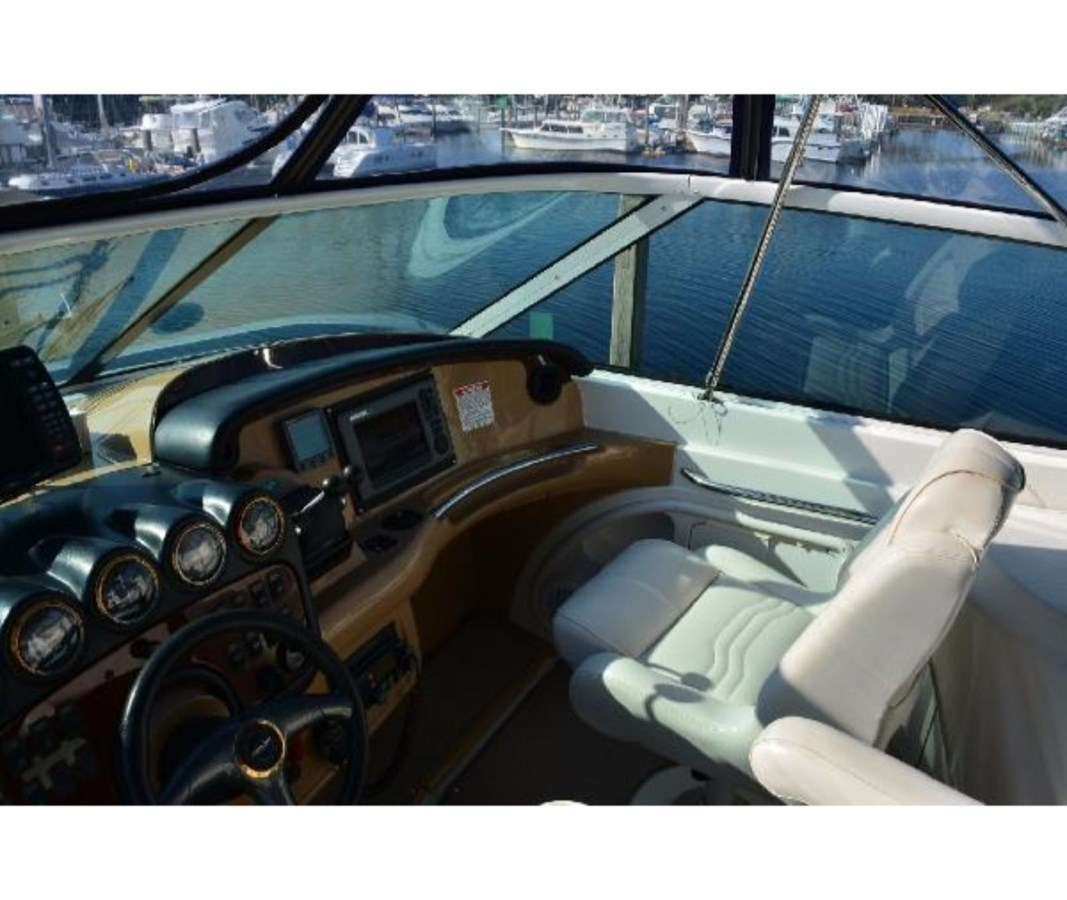 Helm To Starboard 2001 CARVER 46 Motor Yacht Motor Yacht 2524701