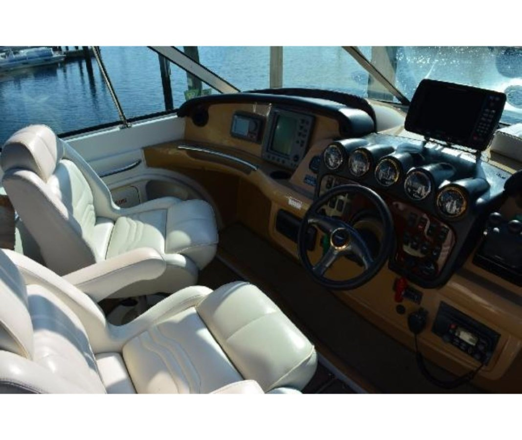 Helm To Port 2001 CARVER 46 Motor Yacht Motor Yacht 2524736