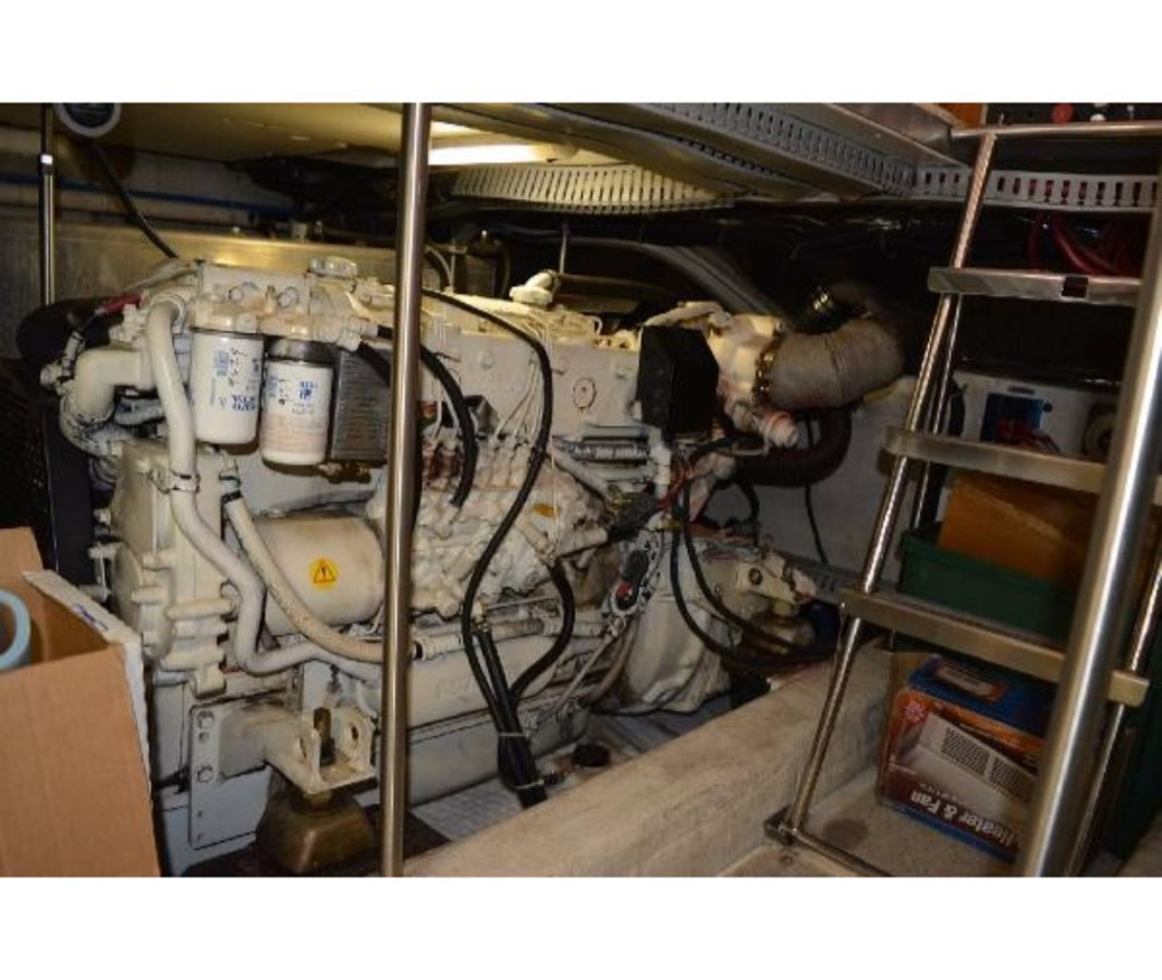 Starboard Engine 2001 CARVER 46 Motor Yacht Motor Yacht 2524737