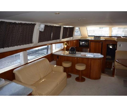Salon To Port 2001 CARVER 46 Motor Yacht Motor Yacht 2524705