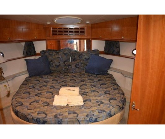 Forward VIP 2001 CARVER 46 Motor Yacht Motor Yacht 2524718