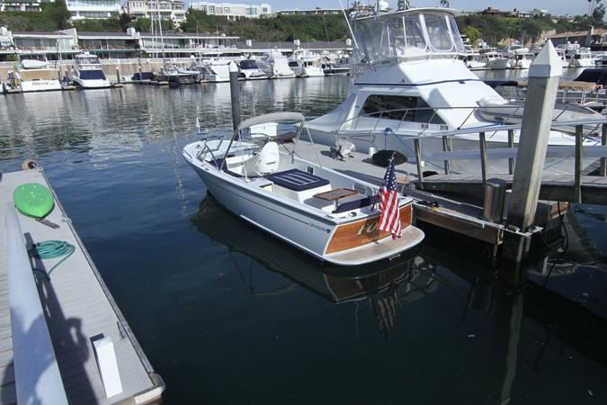 2015 Vanquish Boats  24 RA Runabout 2525425